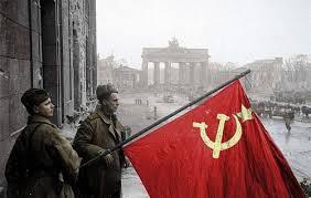 Kızıl Bayrak Berlin sokaklarında